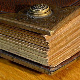 Kirjat, muistikirjat yms